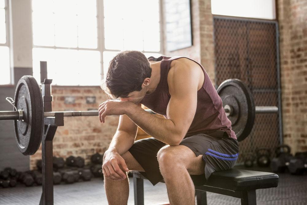 zmęczenie podczas treningu na siłowni