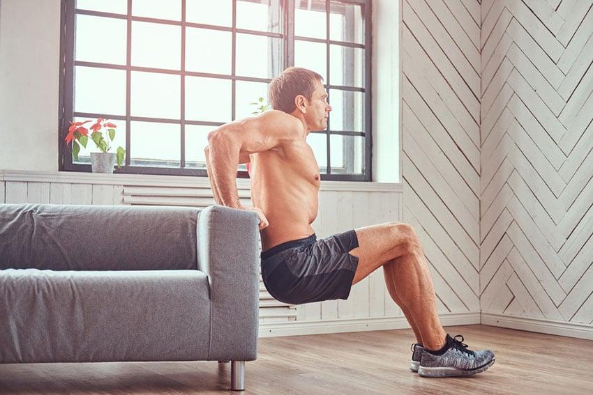 trening tricepsów w domu