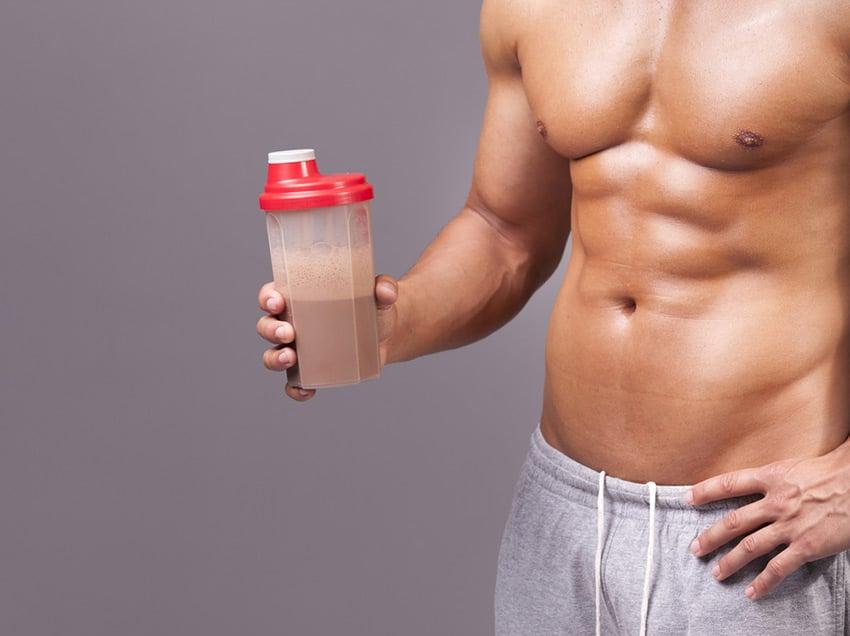 Czy koktajl białkowy pomaga schudnąć