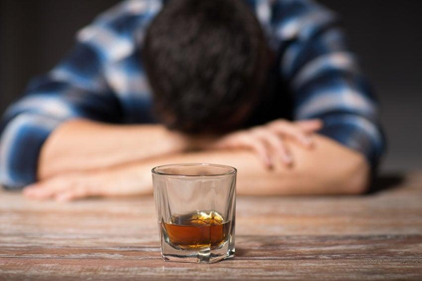 alkohol osłabia
