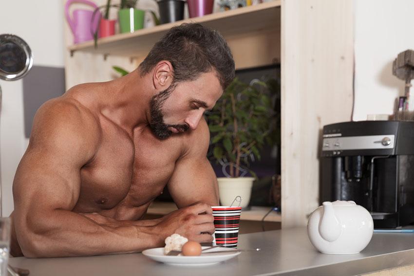 mięśnie a jedzenie śniadania