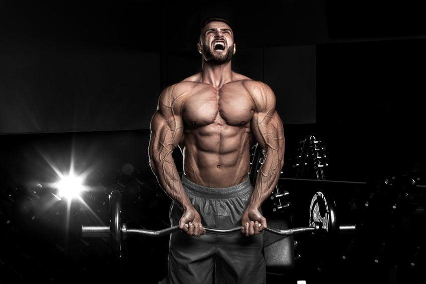 ćwiczenie na biceps napięcie mięśni