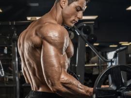 Prosty trik na skuteczniejszy trening bicepsów