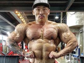 IFBB Pro Nameun Cho - kolejny Quadzilla