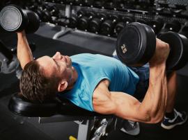 Brak przyrostów i postępów na siłowni? Trenuj mniej