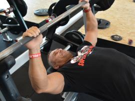 Co skuteczniej buduje mięśnie, pełne czy częściowe powtórzenia?