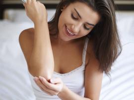 Sucha skóra na łokciach - jak się jej pozbyć?