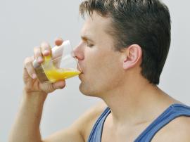 Czy warto pić surowej jaja? Czy picie surowych jajek szkodzi?