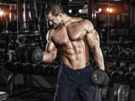 Najlepsze ćwiczenia na biceps? Duży ciężar czy technika?