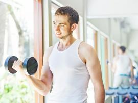 Pierwszy rok treningu na siłowni: szanse i zagrożenia