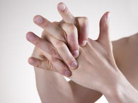 Skurcze palców i stóp - przyczyny i domowe sposoby na skurcze