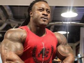 Ile w bicepsie ma William Bonac?