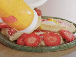 Przepis na wyśmienite jogurtowe placki z truskawka