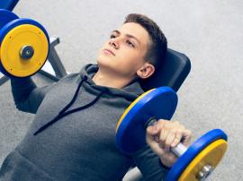 Ile kontuzji powoduje trening z ciężarami u dzieci i nastolatków?