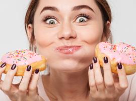 Ile kalorii ma pączek? Ile pączków trzeba zjeść, żeby przytyć 1 kilogram?