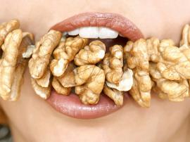 Orzechy w diecie odchudzającej. Czy jedzenie orzechów wspomaga utratę wagi?