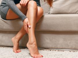 Nocne skurcze nóg - przyczyny, leczenie i profilaktyka