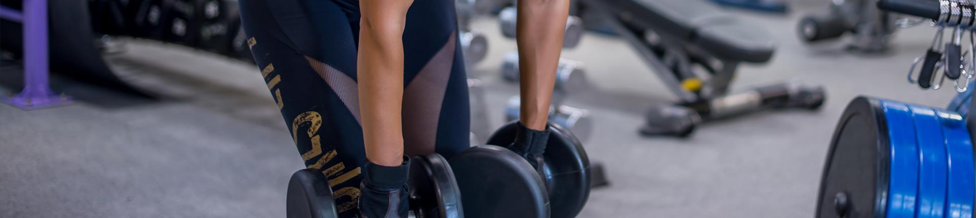 Trening siłowy dla kobiet - jakie ćwiczenia warto wykonywać na początku?