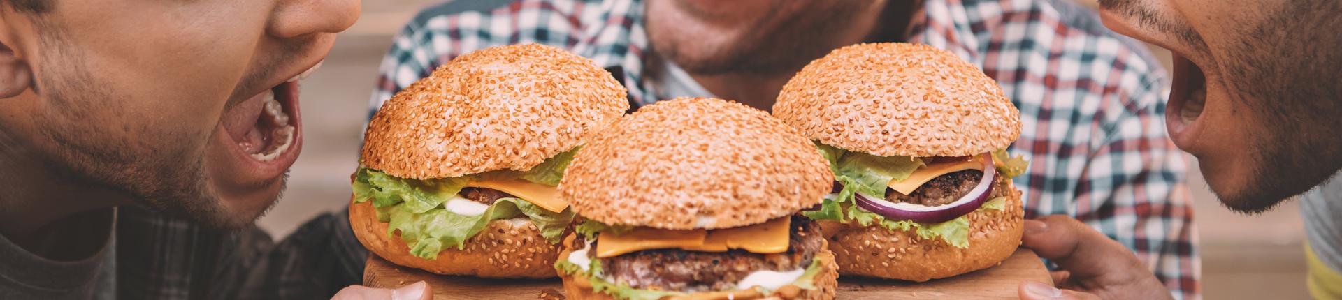 """Jak być """"fit"""", jedząc na mieście?"""