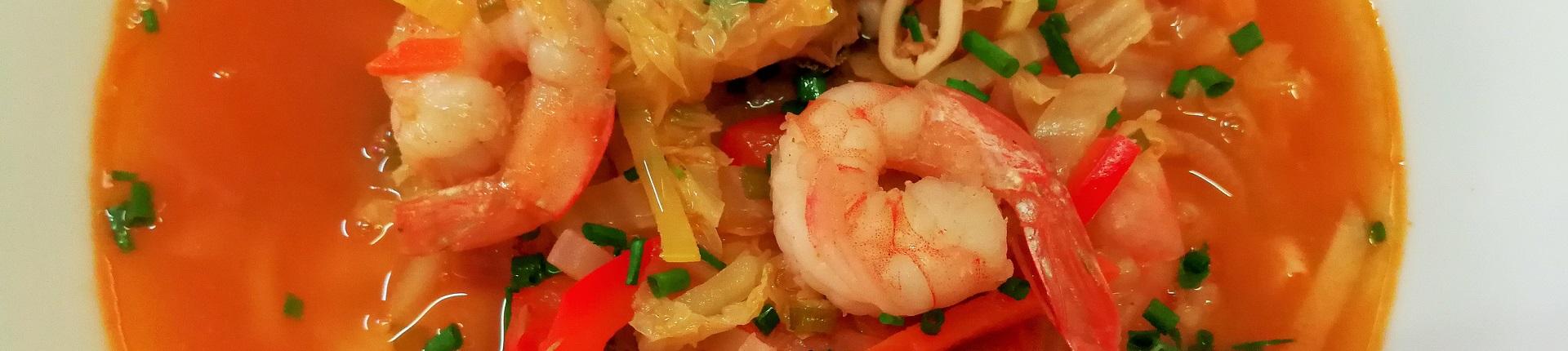 Tajska zupa z owocami morza