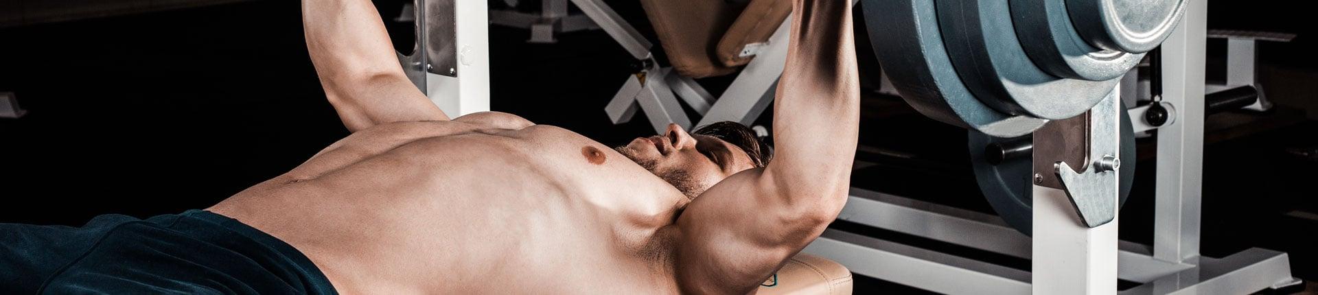 Jak poprawić siłę w wyciskaniu sztangi na ławce? 10 przydanych ćwiczeń