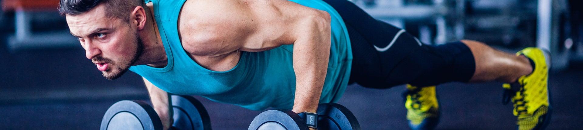 Zaczynasz trenować? Oto 4 zasady, które pozwolą efektywne budować mięśnie