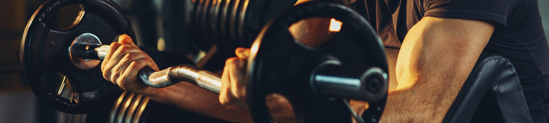 Biceps i triceps nie rośnie. Poznaj przyczyny dlaczego ramiona nie rosną