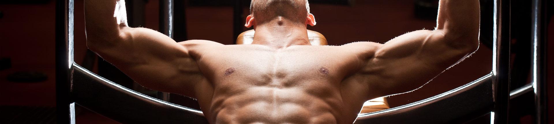 8 wskazówek wspomagających rozwój górnej części klatki piersiowej. Przykładowy plan treningowy