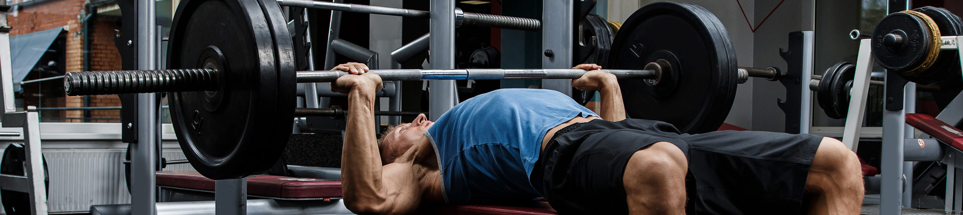 Pull-face - obowiązkowe ćwiczenie przed wyciskaniem sztangi leżąc