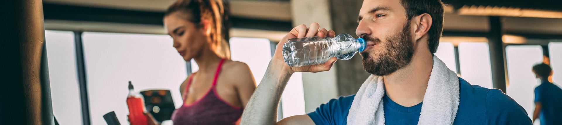 Czy pijąc więcej wody sprzyjasz odchudzaniu?