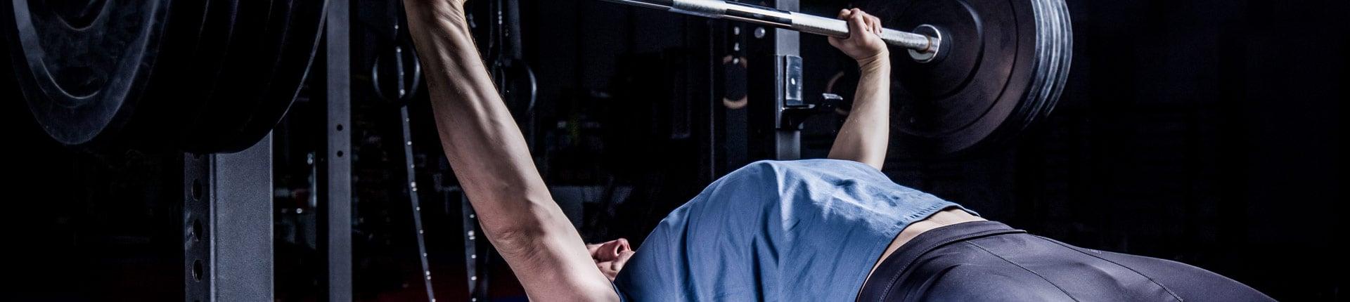 10 najczęstszych błędów podczas wyciskania sztangi leżąc
