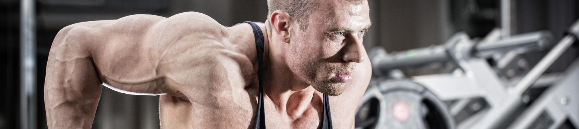 4 maszyny dla sportowców trenujących siłowo
