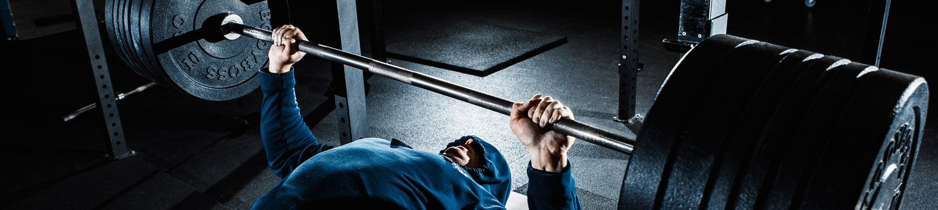 2 ćwiczenia plyometryczne, które poprawią  siłę w wyciskaniu