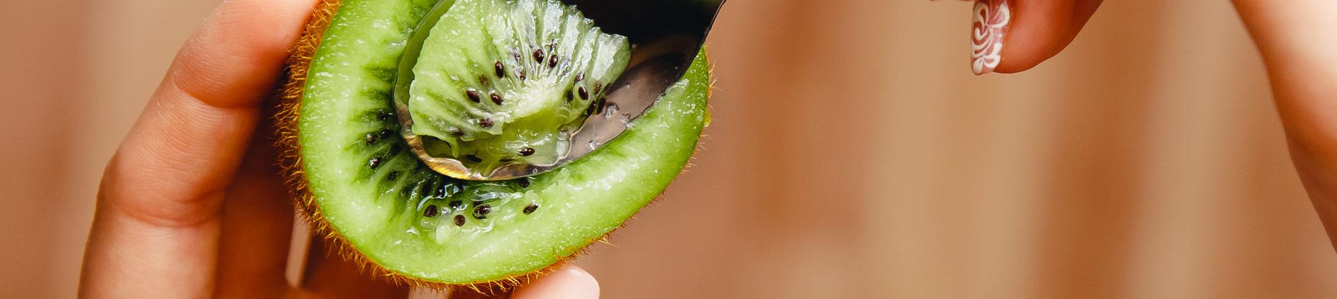 Kiwi - owoc idealny dla aktywnych i nie tylko! Poznaj właściwości i działanie