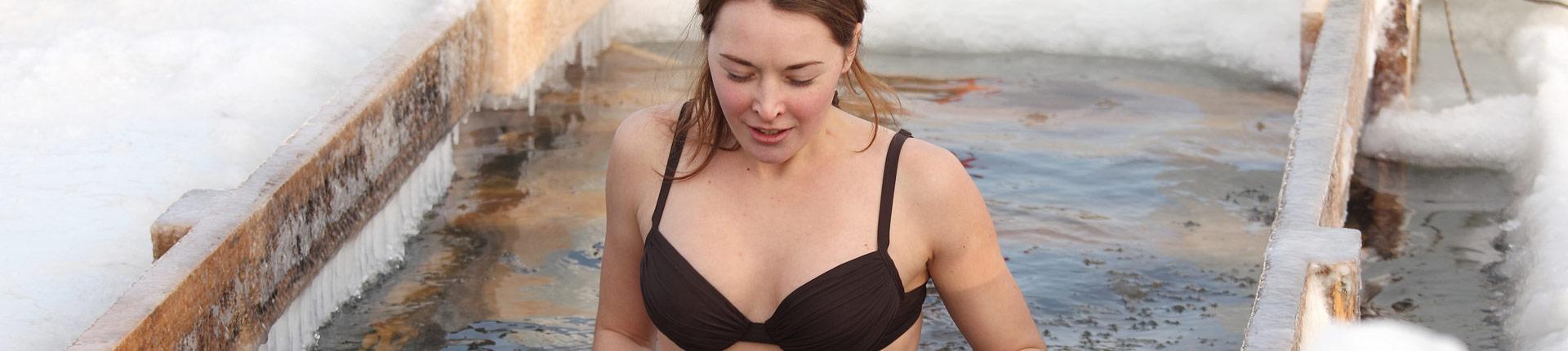 Czy morsowanie jest zdrowe? Kąpiel w zimnej wodzie: wady i zalety