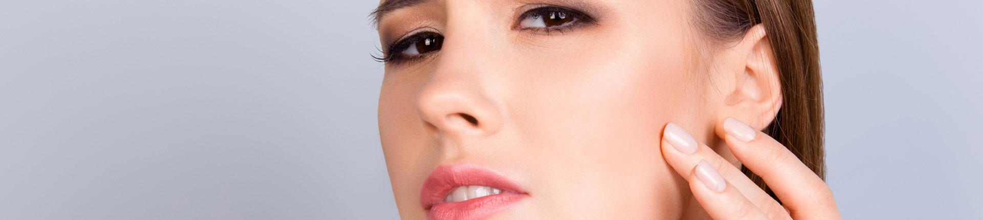 Co wpływa na jędrność skóry? Dlaczego skóra przestaje być jędrna?