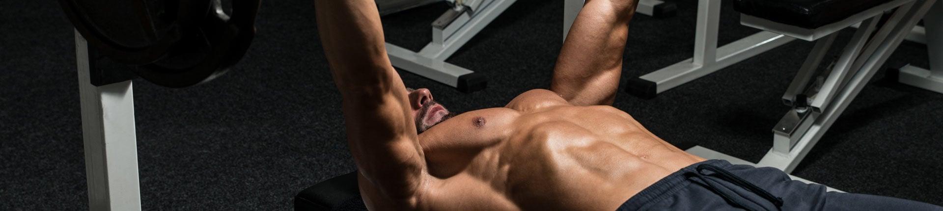 Wyciskanie sztangi to ćwiczenie na klatkę czy triceps?