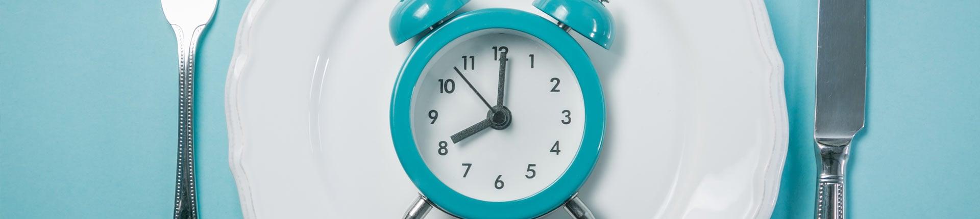 Na czym polega intermittent fasting? Prosty przewodnik po przerywanym poście