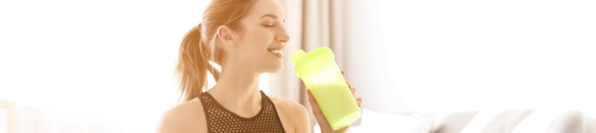 Czy koktajle proteinowe pomagają schudnąć i stracić tłuszcz z brzucha?