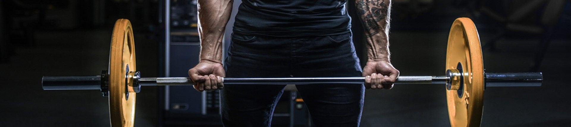 Ból łokci podczas uginania ramion ze sztangą