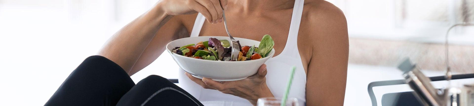 Czy regularne jedzenie posiłków pomaga utrzymać wagę?
