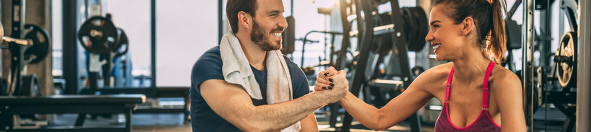 Siedzący tryb pracy z jednym  treningiem, czy dzień na wysokich obrotach, ale bez treningu?