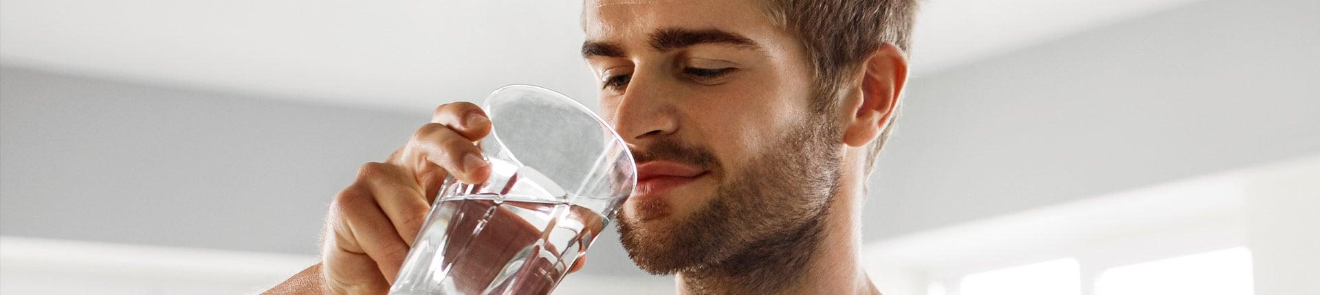 Czy musisz pić 8 szklanek wody dziennie? Ile wody potrzebujesz