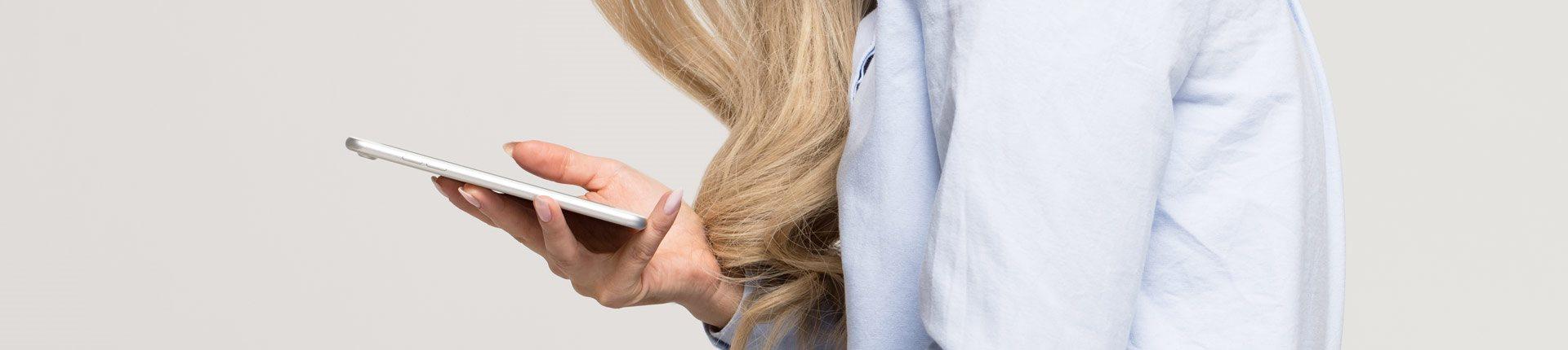 Czy używanie telefonu może powodować bóle kręgosłupa?